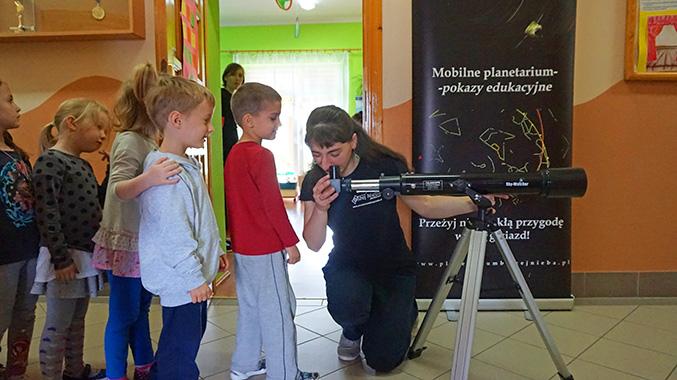Spotkanie z panią astronom i jej mobilnym planetarium