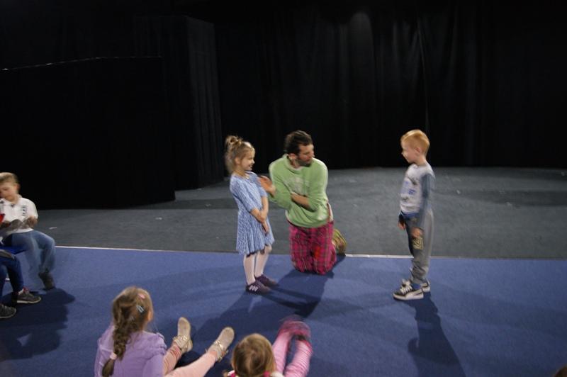 Ćwiczenia i zabawy z profesjonalnym aktorem teatralnym