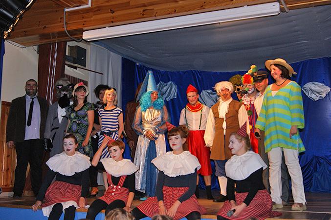 Rodzice przedszkolaków wystepują dla nas w sztuce teatralnej